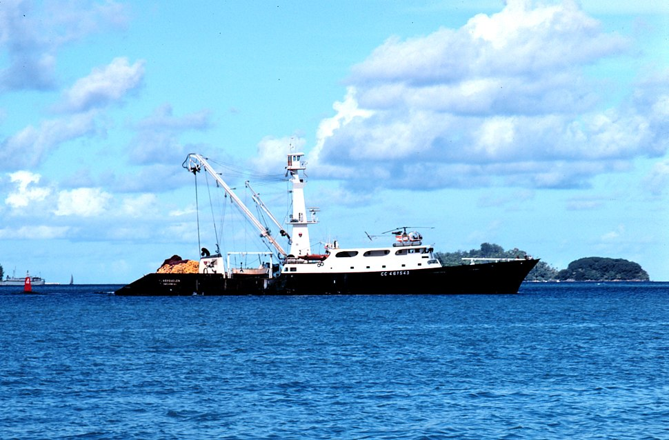 French tuna purse seiner