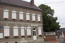 Fressain - mairie et monument aux morts.JPG