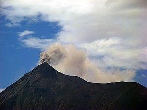 English: The Fuego volcano of Guatemala in eru...