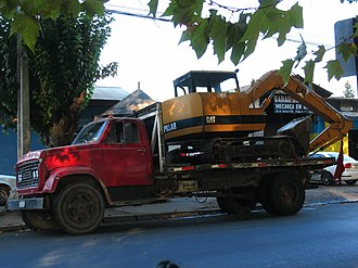 GMC (automobile) - A 1972 GMC HM-7500 truck carrying a medium-sized excavator.