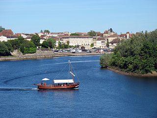 Gabare fluviale sur la Dordogne à Bergerac
