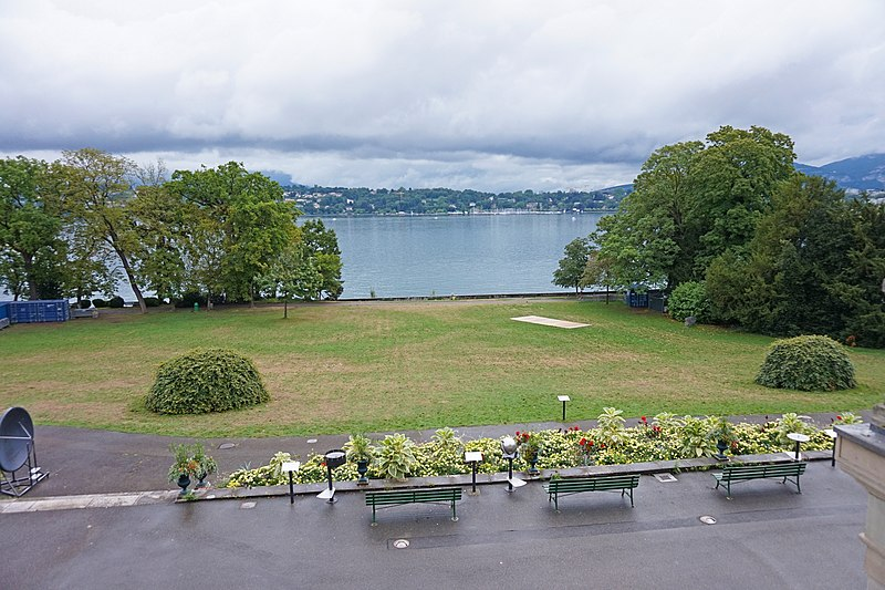 iew to park and the Lake Geneva from the window of Musée d'histoire des sciences, Genève.