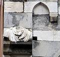 Genova san matteo, facciata, frammenti forse romani 01.JPG