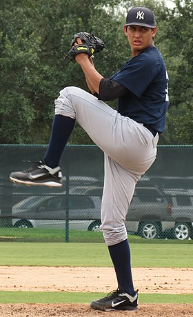 Giovanny Gallegos pitching for the GCL Yankees in 2012 (Cropped).jpg