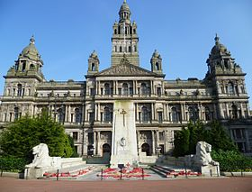Glasgow City Chambers and War Memorial.JPG