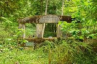 Gnewitz Waldfriedhof Familiengruft Reissmann 04.jpg