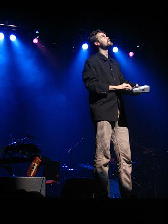 Fyfe Dangerfield - At a gig with the Guillemots in 2005.