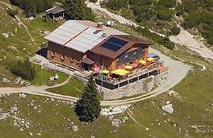 Heinrich-Hüter-Hütte from the northern Schafgafall