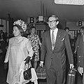 H. K. H. Prinses Margriet en Mr. Van Vollenhoven komen aan op Schiphol na bijwon, Bestanddeelnr 922-7788.jpg