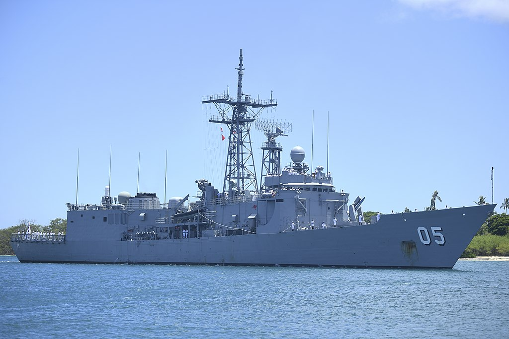 HMAS Melbourne arriving at Pearl Harbor in June 2018.jpg