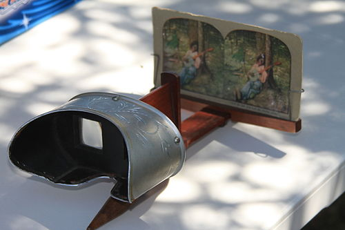 Hand held stereoscope