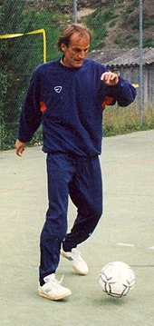Photo d'un joueur de football balle au pied