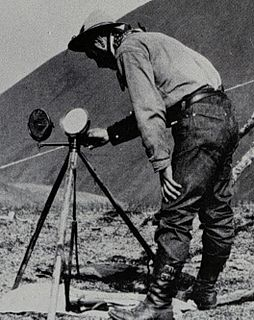 Heliograph communication device