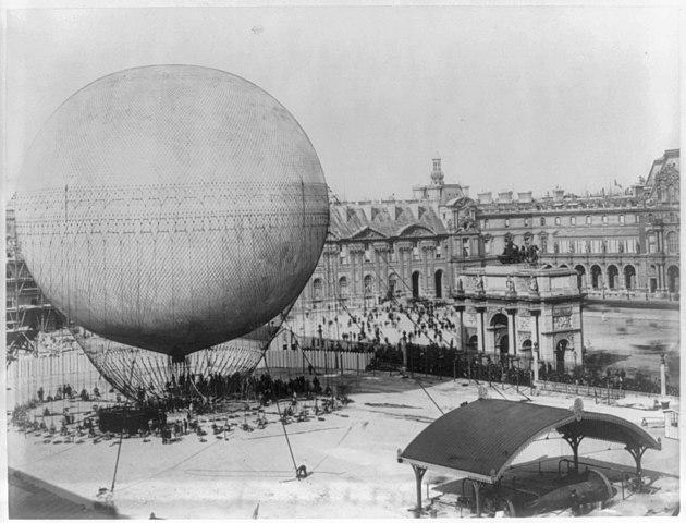 Большой привязной аэростат А.Жиффара, на котором Д.И.Менделеев поднимался в 1878 году, в Париже
