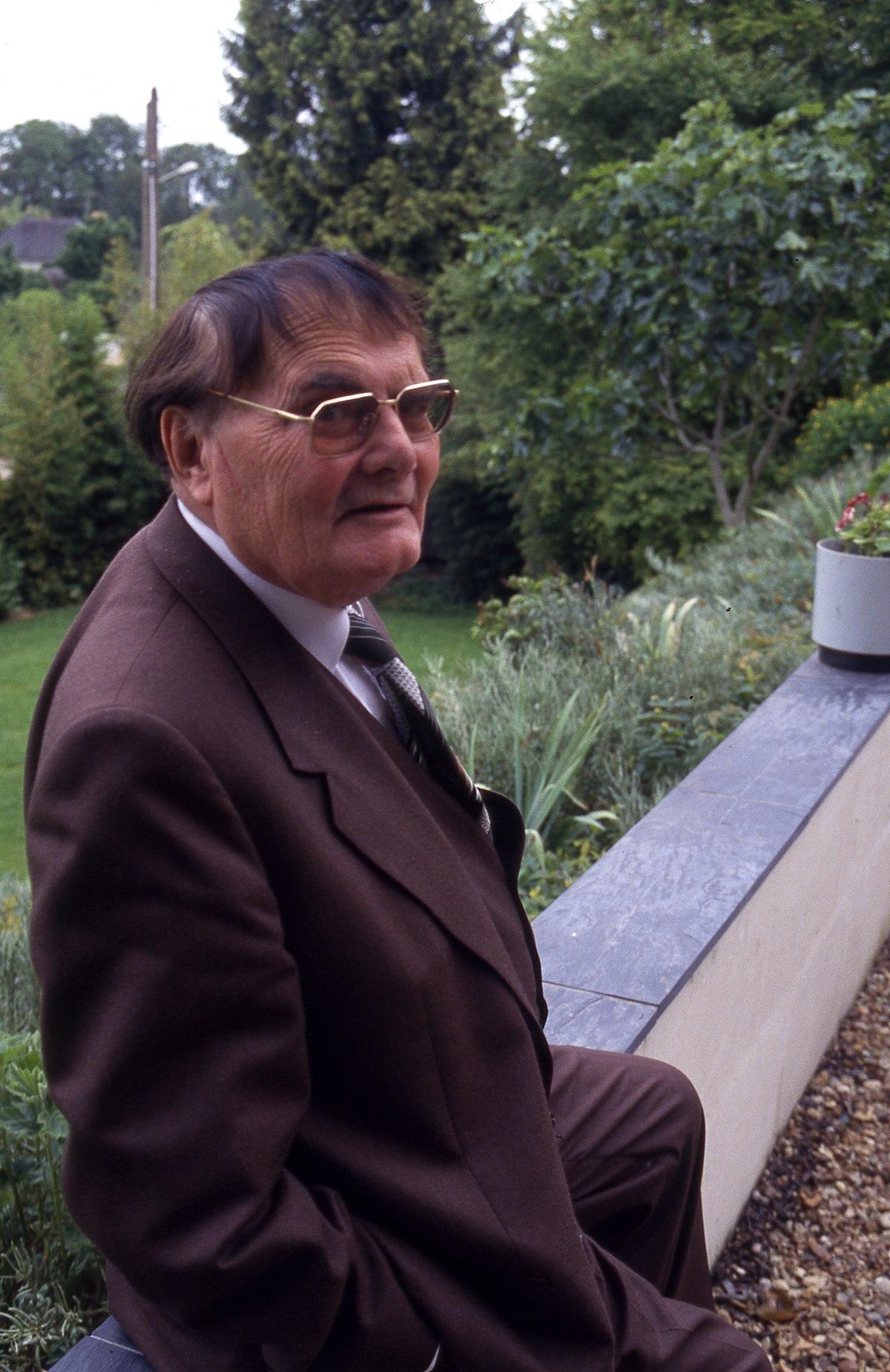 Hervé Bazin à Cunault en 1993.jpg