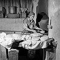 Het dorp Peki'in in Opper Galilea. Interieur van een bakkerij waar de bakker bez, Bestanddeelnr 255-3775.jpg