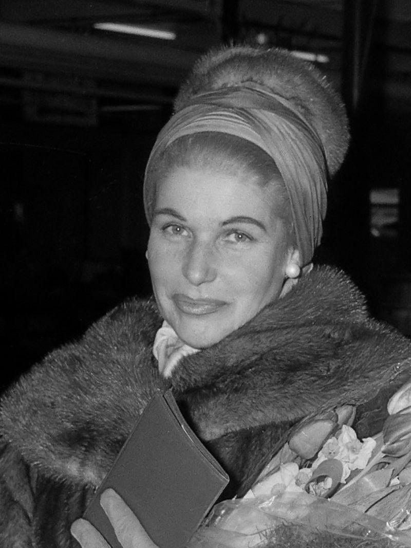 Hilde Gueden (1962).jpg