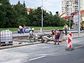 Hostivař, Švehlova, rekonstrukce TT, dělníci v zastávce Hostivařská.jpg