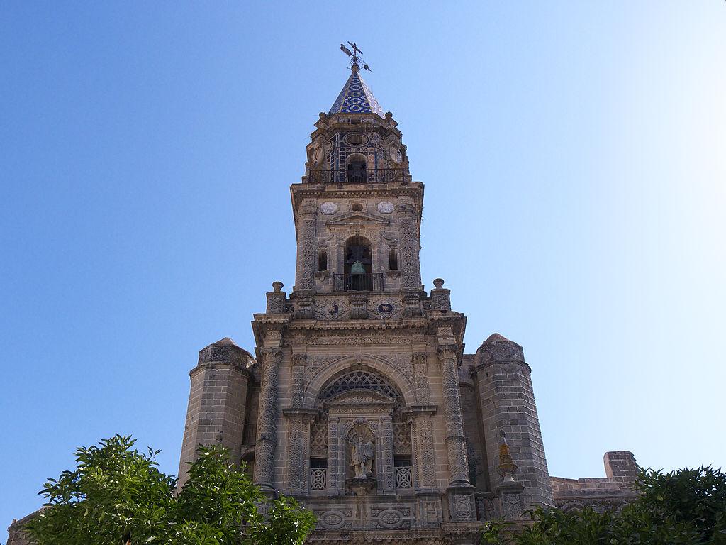 File:Iglesia de San Miguel. Torre-Fachada.jpg - Wikimedia Commons