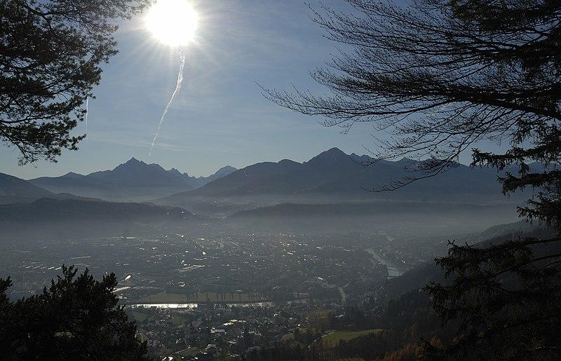 File:Innsbruck bei Inversionswetterlage.JPG