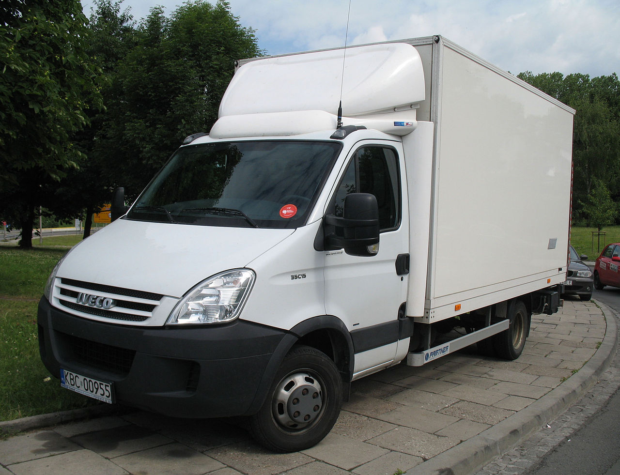 file iveco daily 35c15 truck 1 jpg wikimedia commons. Black Bedroom Furniture Sets. Home Design Ideas