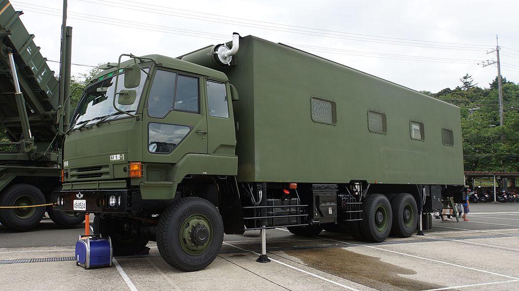 File:JASDF Standby Vehicle 1(Mitsubishi Fuso The Great) at ...