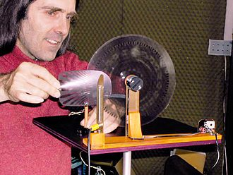Jacques Dudon - Jacques Dudon playing photosonic disk