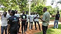 Je conservateur fait l'historique du jardin botanique uac avec Wikimédien du Bénin.jpg