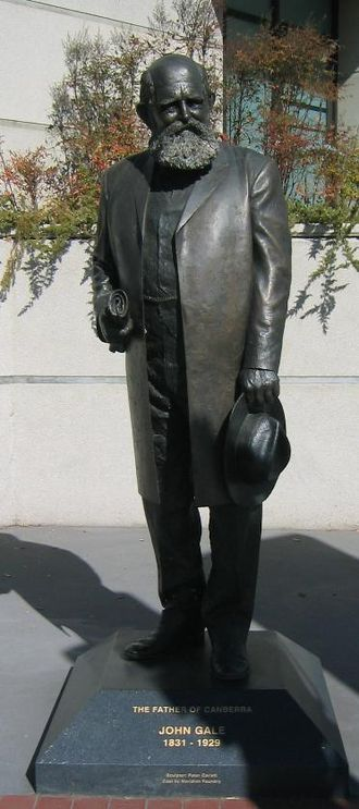The Queanbeyan Age - Sculpture of John Gale holding a rolled copy of The Queanbeyan Age