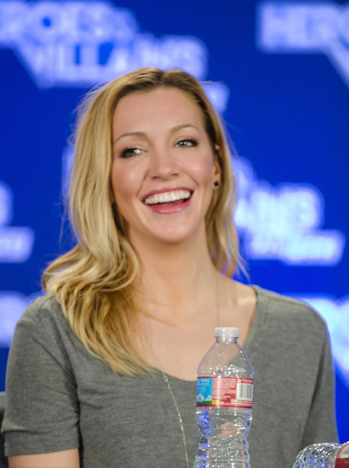 Katie cassidy in black canary costume - 1 7