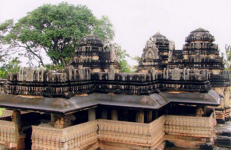 File:Kedaresvara Temple at Balligavi Shivamogga.jpg