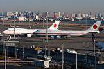Ken H. B747-400 - 'Japanese Airforce 001-002' at Spot V1. (5394958241).jpg