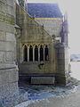Kergrist-Moëlou (22) Église Façade sud Ossuaire d'attache 03.JPG