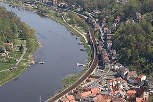 Děčín–Dresden-Neustadt railway - Aerial view at Koenigstein station in 2007
