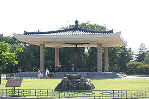 Bell of King Seongdeok - Image: Korea Gyeongju.National.Mu seum 07