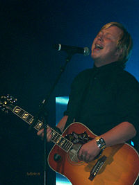 Kurt Nilsen performing at Tusenfryd, Norway.jpg