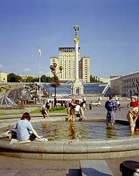 Maidan Nezalezhnosti after its renovation in 2002.