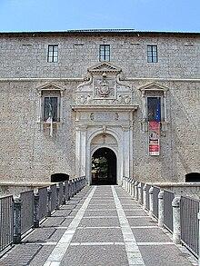 Il Portale d'Ingresso con lo stemma di Carlo V