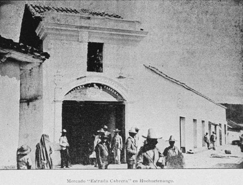 File:La Locomotora 1906 mercado Huehuetenango.jpg