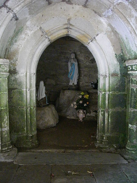 Templar chapel of La Vraie-Croix (Morbihan, France). Ground floor, west : apparition of the Virgin to Bernadette Soubirous ?