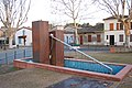 """La fontaine (o O) bien nommée la """"plouf"""" par Clément quand il était petit ... (MàJ. , est en cours d'être remplacée par des sculptures ...) - panoramio.jpg"""
