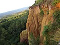 La roccia di color ocra di Roussillon - panoramio.jpg