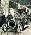 La voiture de tourisme Ariès 12-15 hp victorieuse du Concours de Ville, le 22 décembre 1905 à Paris.jpg