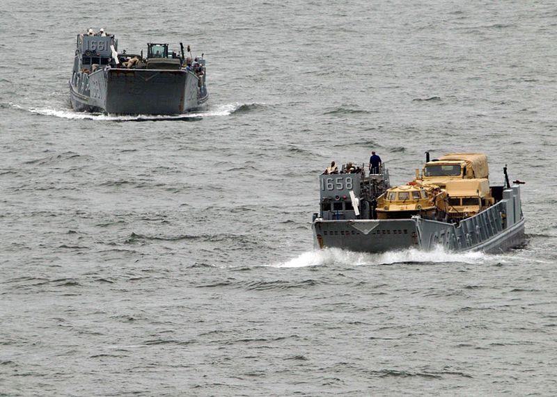 File:Landing craft ready to help with Hurricane Ike DVIDS115608.jpg