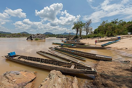 Landscape of Don Khon with pirogues and children