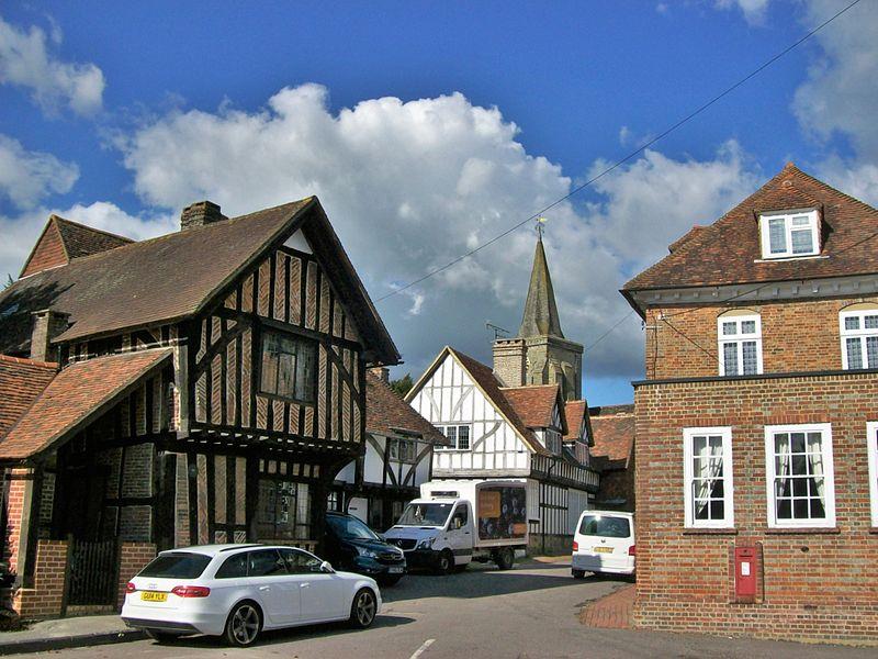 File:Lingfield, village centre.JPG