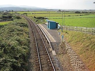 Llandanwg railway station - Llandanwg Halt from the overbridge