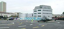 London Heliport - Battersea - Londono - 2 helikopteroj atendantaj deteriĝon - vesperon - 030604.jpg