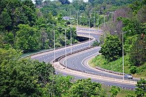Ontario Highway 406 - Highway 406 curves through Twelve Mile Creek in St. Catharines