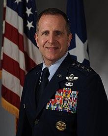 Le lieutenant général James C. Slife (2) .jpg